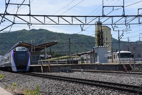 塩尻駅にて185系とE353系の並び