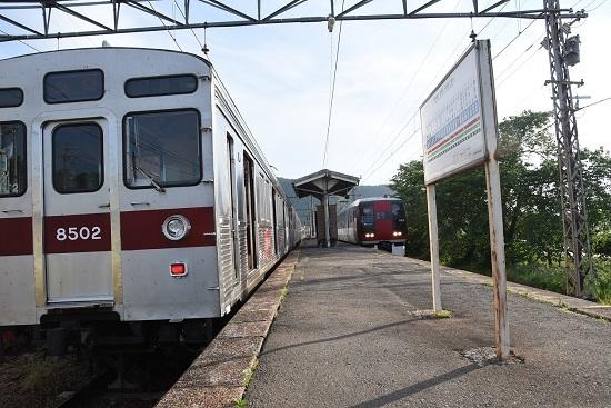 長野電鉄8500系と2100系 スノーモンキーとの交換