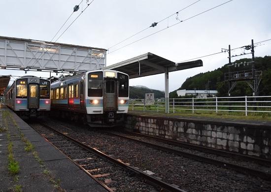 167M E127系と交換して発車する9520M ほたる祭り号
