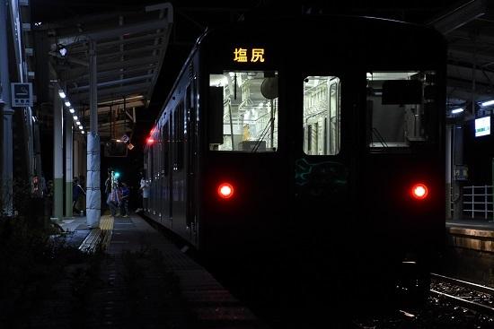 171M E127系 小野駅で降りる乗客
