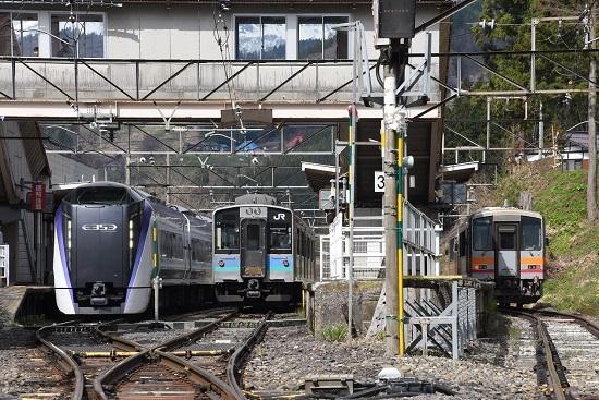 南小谷駅にて E353系、E127系、キハ120の3並び