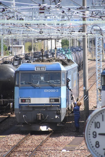 東線貨物2080レ EH200-3号機 無線機受け取り