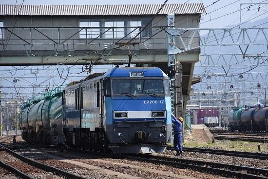 東線貨物2080レ EH200-17号機 誘導員さんと運転士の挨拶