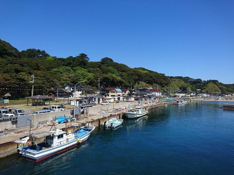 飛島の勝浦港