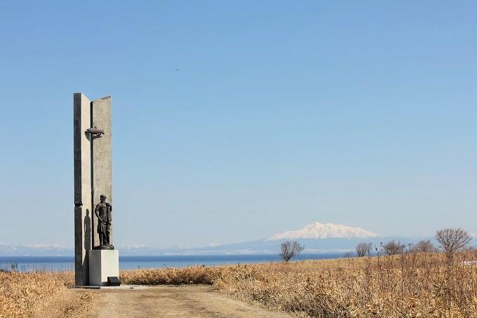 オホーツクの塔と斜里岳