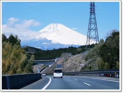 ハイウエーからの富士山