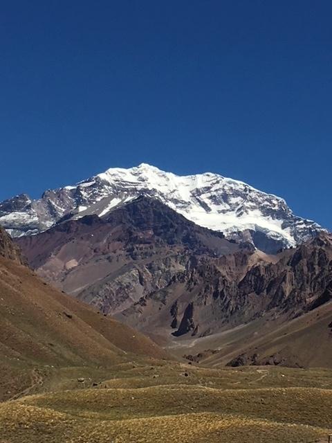 登山口からのアコンカグア南壁