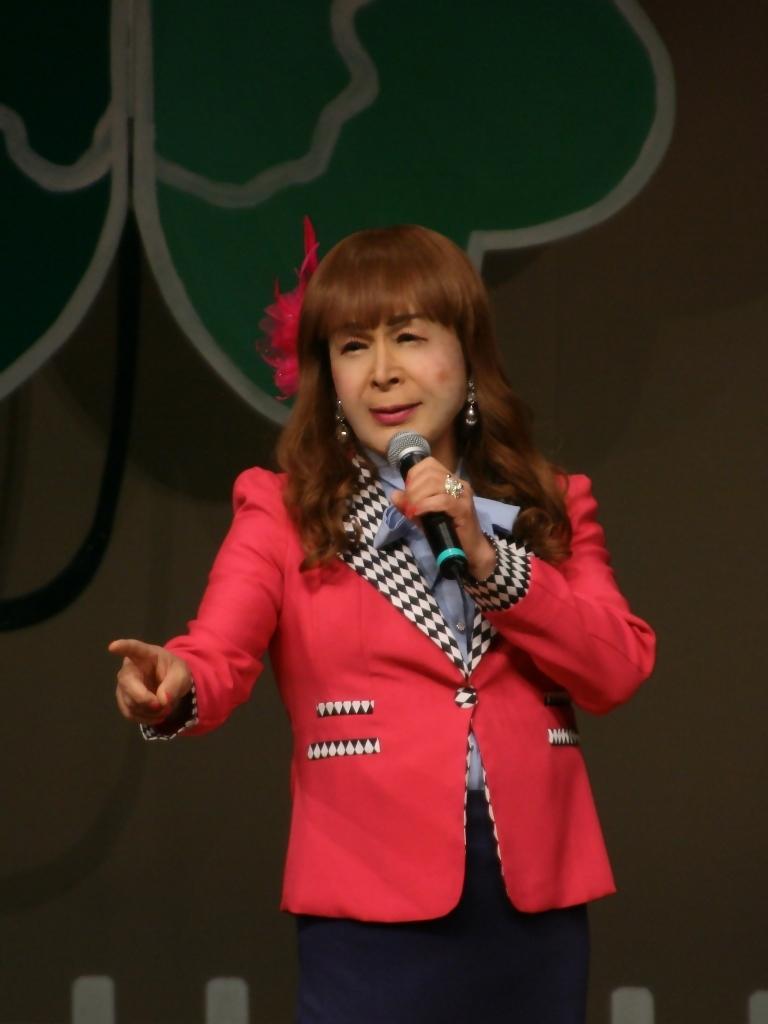 ピンクジャケット舞台Y撮影縦(7)