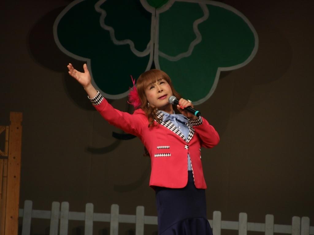 ピンクジャケット舞台Y撮影横(3)