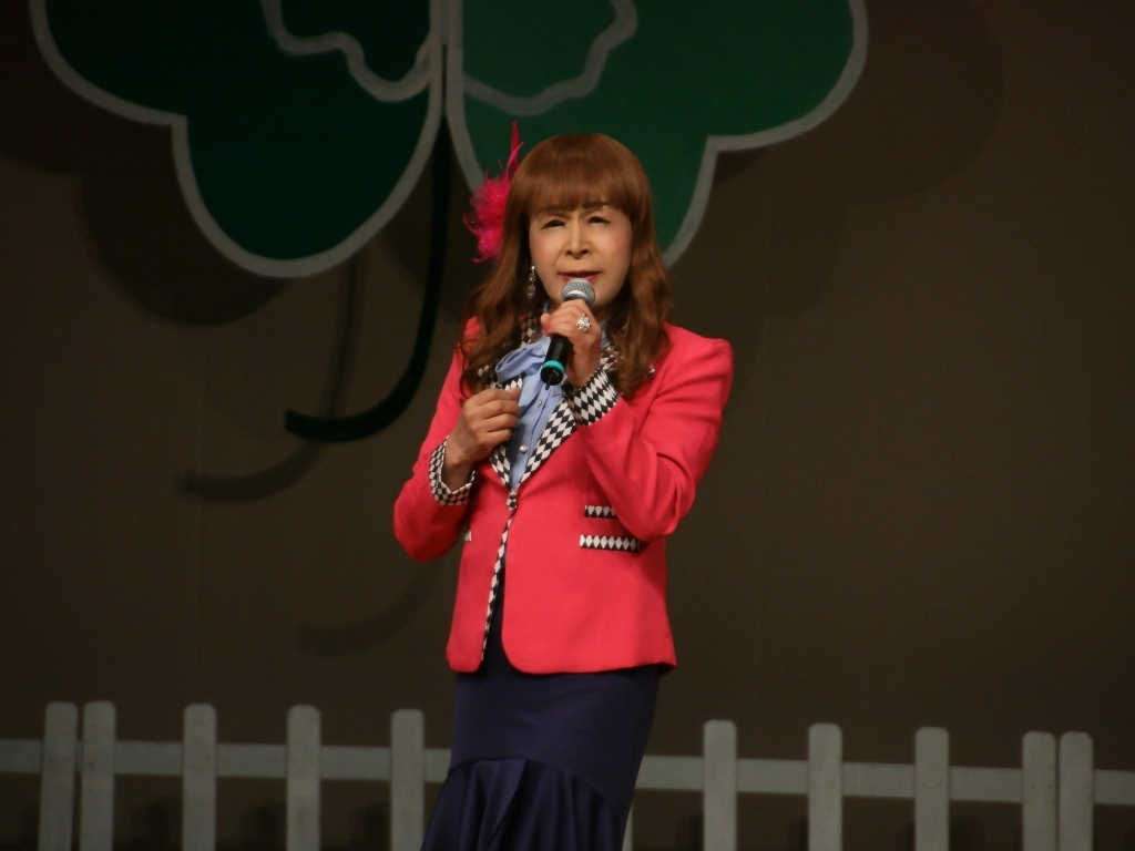 ピンクジャケット舞台Y撮影横(2)