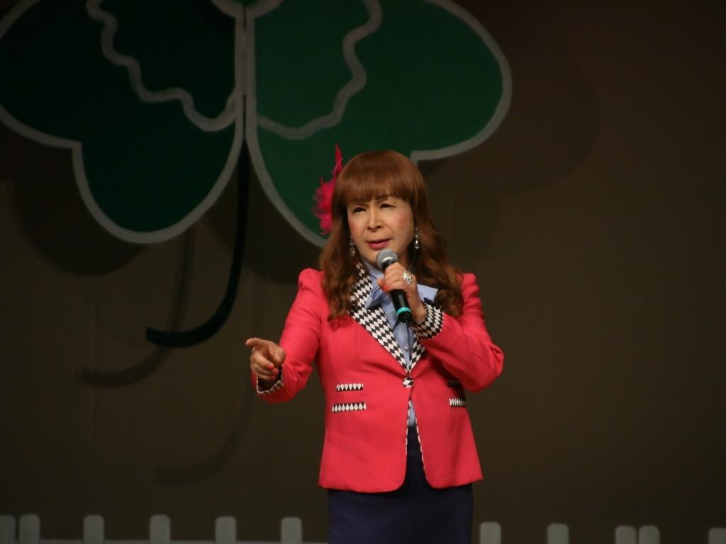 ピンクジャケット舞台Y撮影横(5)