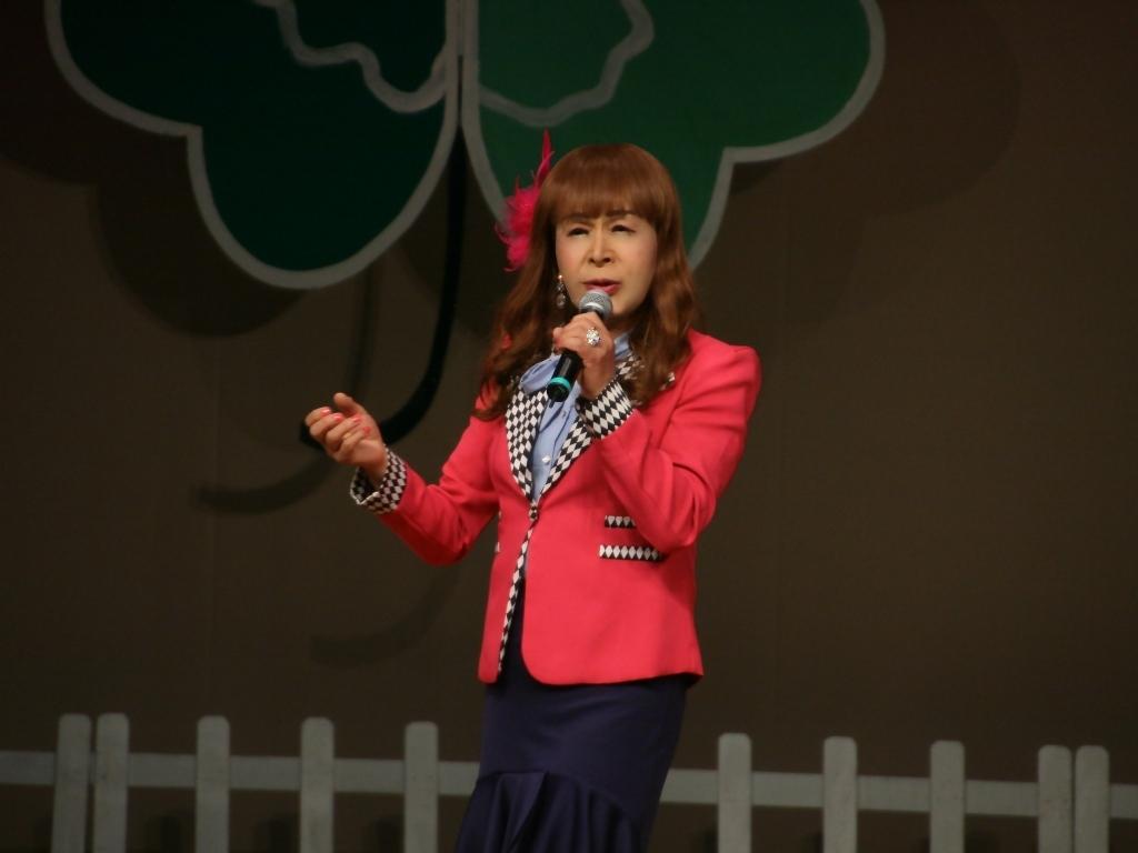 ピンクジャケット舞台Y撮影横(1)