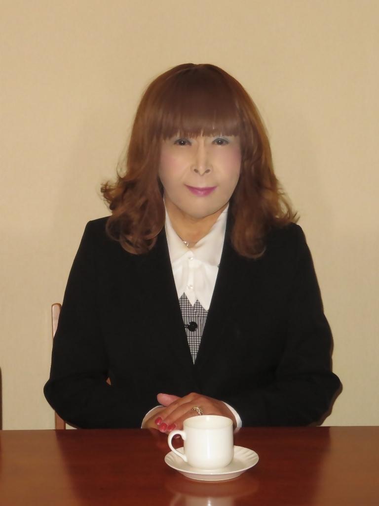 黒OLスーツ店内C(2)