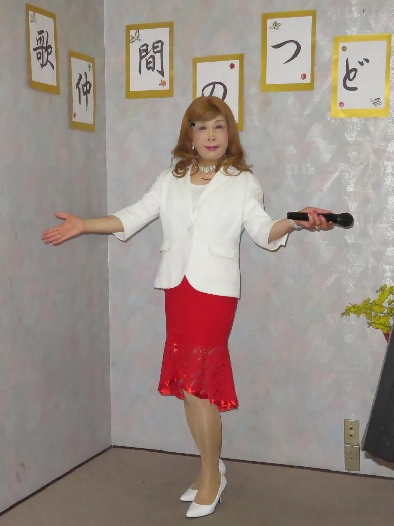 赤ペプラムスカート白ジャケットカラオケA(1)