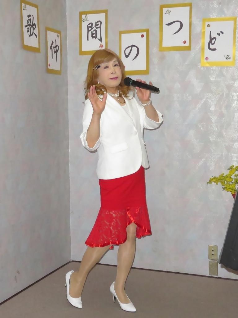 赤ペプラムスカート白ジャケットカラオケA(2)