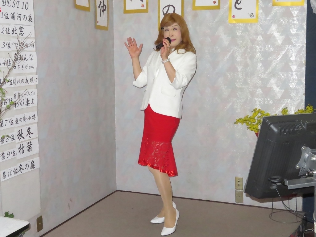 赤ペプラムスカート白ジャケットカラオケA(3)