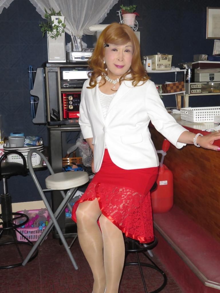 赤ペプラムスカート白ジャケットスナックB(1)