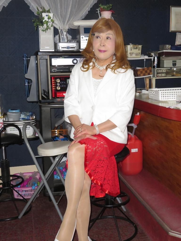 赤ペプラムスカート白ジャケットスナックB(3)