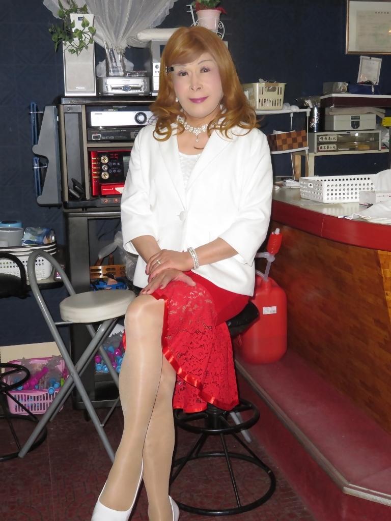 赤ペプラムスカート白ジャケットスナックB(4)