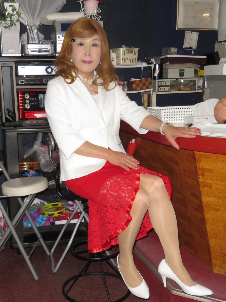 赤ペプラムスカート白ジャケットスナックB(5)
