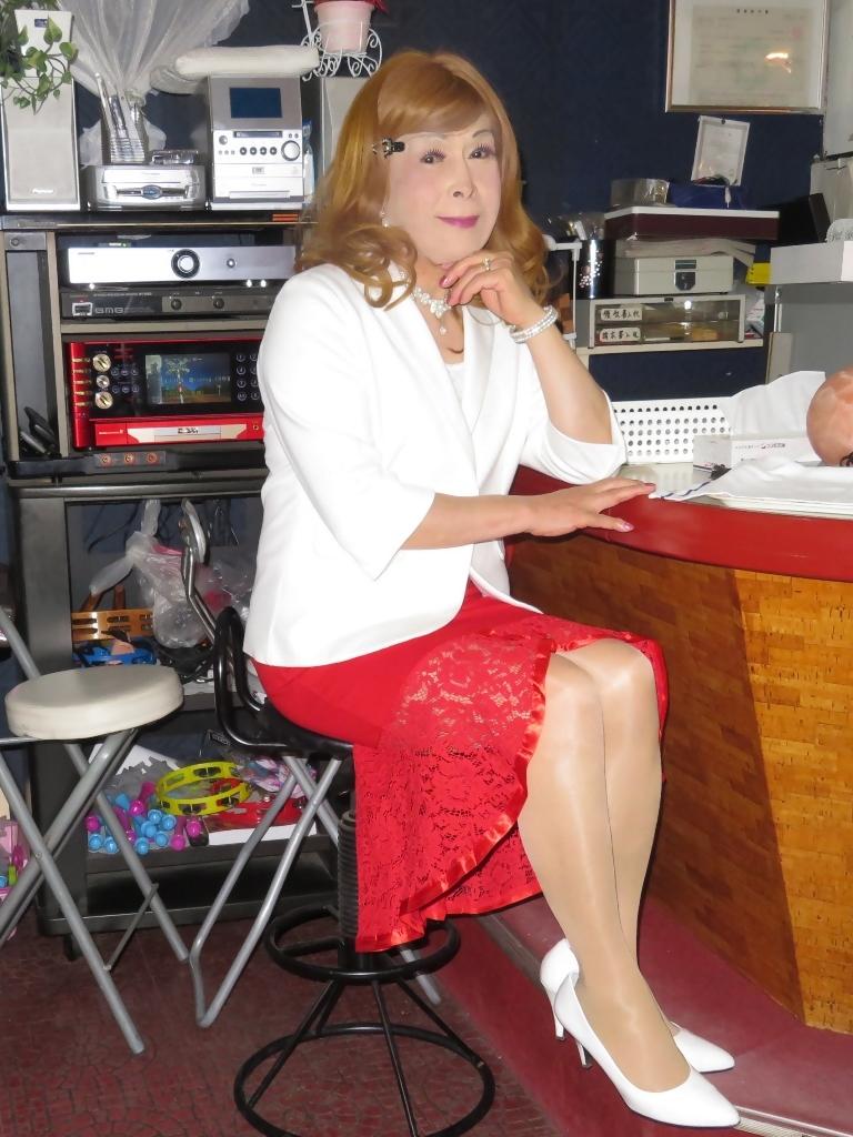 赤ペプラムスカート白ジャケットスナックB(6)