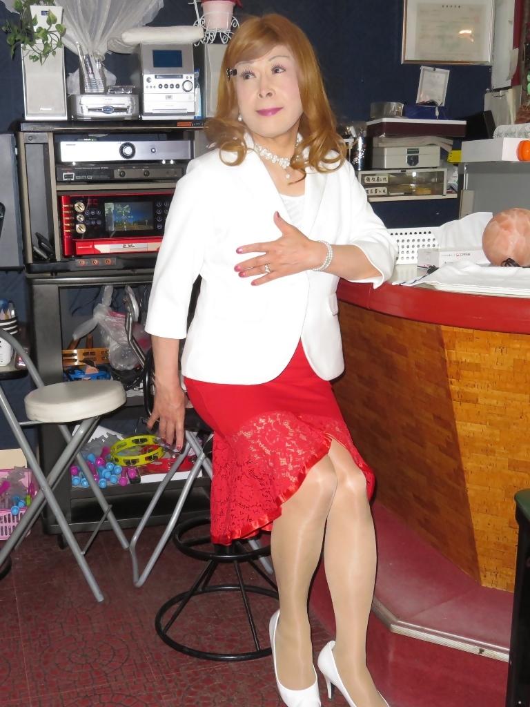 赤ペプラムスカート白ジャケットスナックB(8)