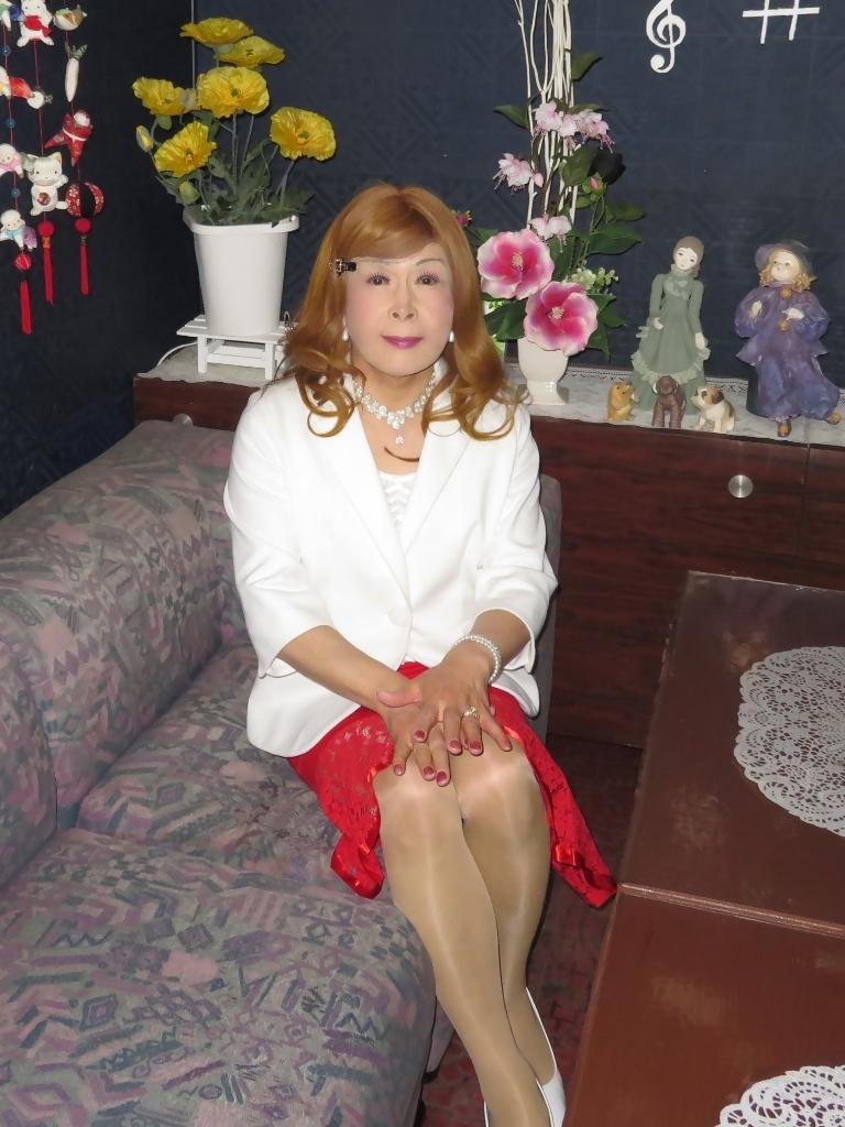 赤ペプラムスカート白ジャケットスナックC(1)