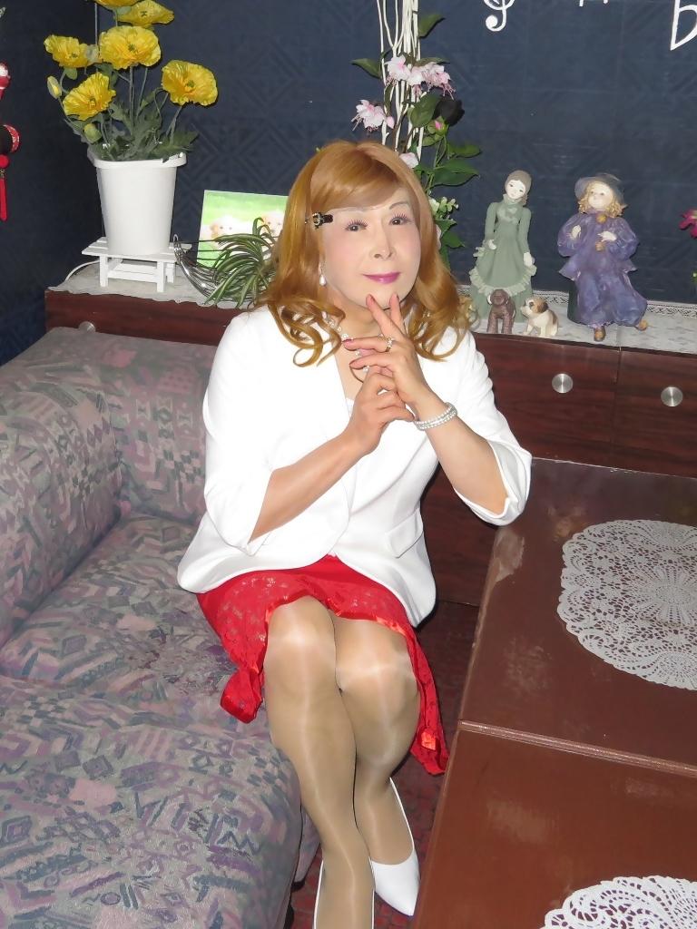 赤ペプラムスカート白ジャケットスナックC(4)
