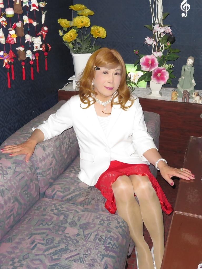赤ペプラムスカート白ジャケットスナックC(2)
