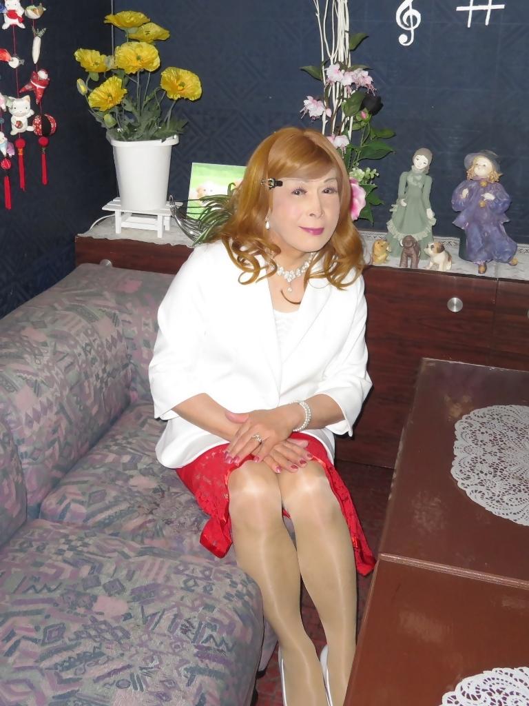赤ペプラムスカート白ジャケットスナックC(3)