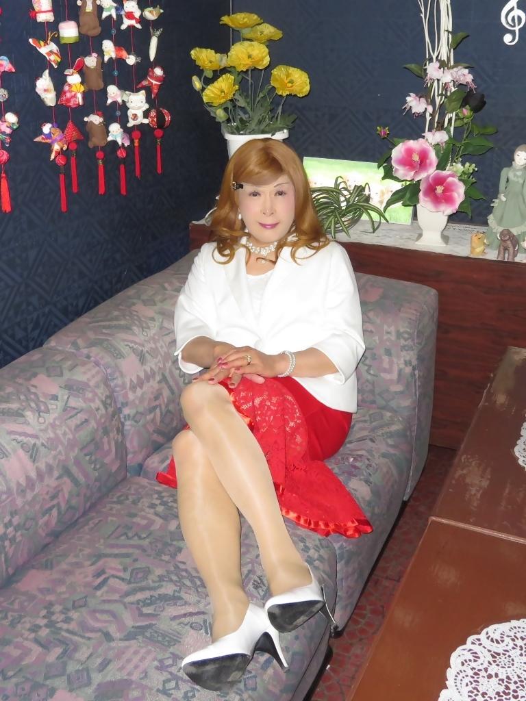 赤ペプラムスカート白ジャケットスナックC(6)