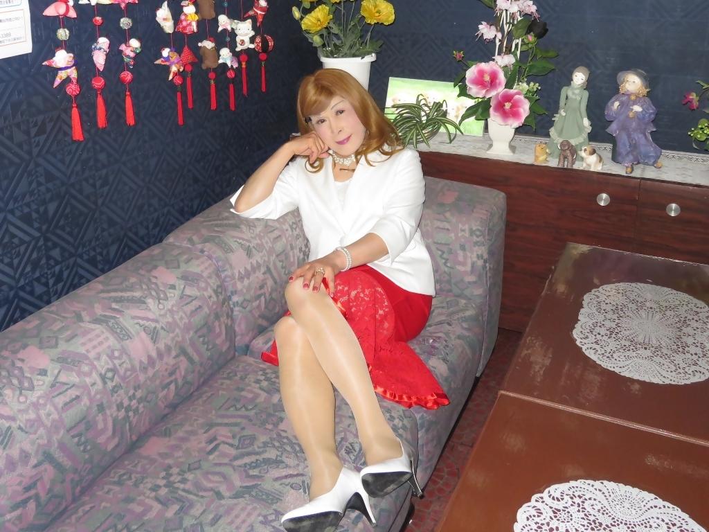 赤ペプラムスカート白ジャケットスナックC(8)