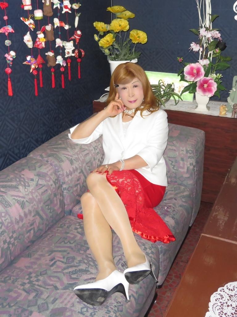 赤ペプラムスカート白ジャケットスナックC(5)