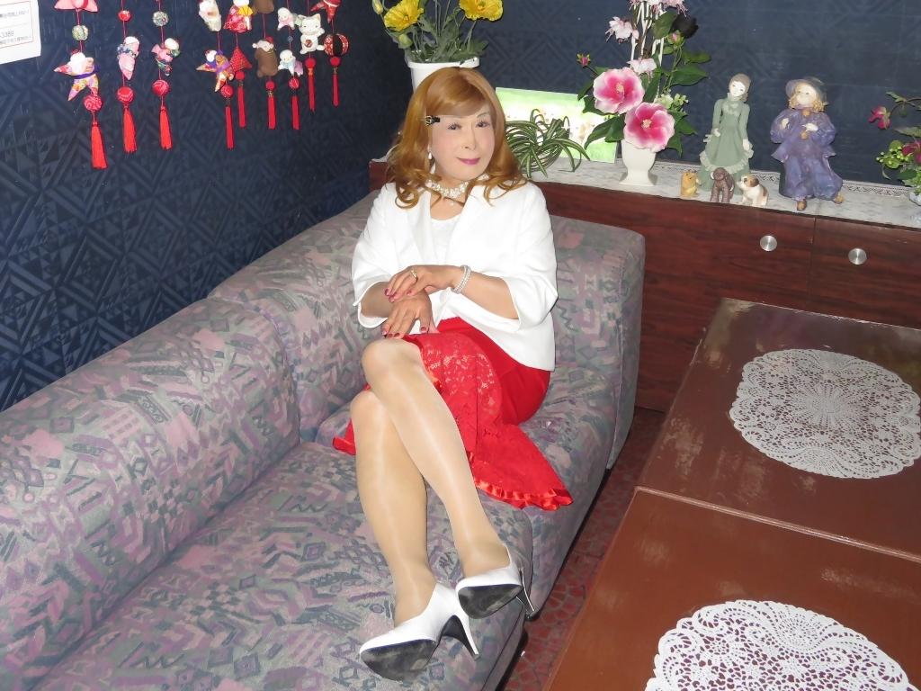 赤ペプラムスカート白ジャケットスナックC(7)
