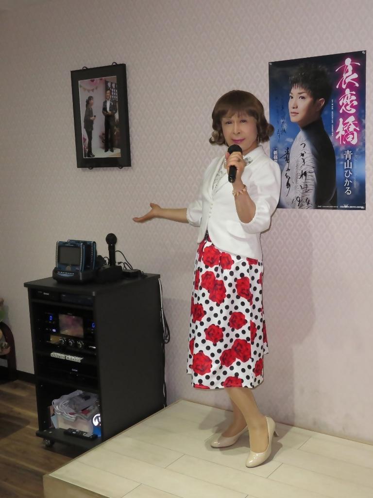 白ジャケット薔薇柄スカートカラオケ(2)