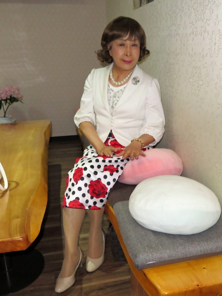 白ジャケット薔薇柄スカートカラオケ(3)