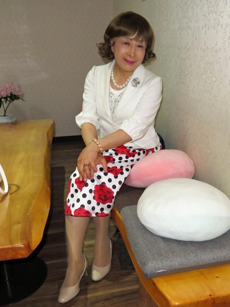 白ジャケット薔薇柄スカートカラオケ(5)