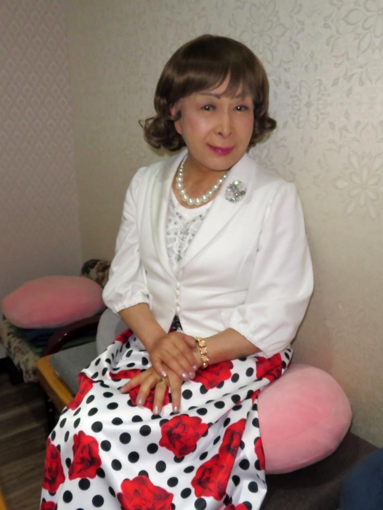 白ジャケット薔薇柄スカートカラオケ(7)