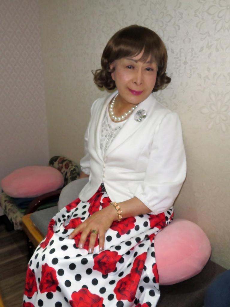 白ジャケット薔薇柄スカートカラオケ(8)