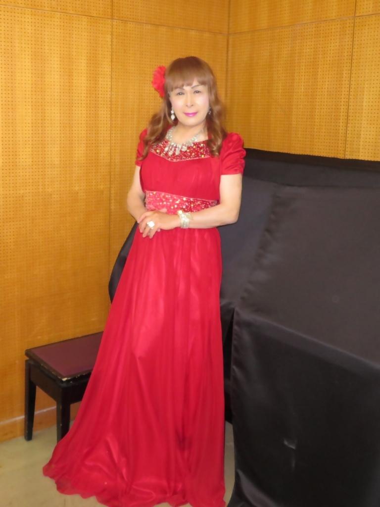 赤ドレス舞台ロビー(1)