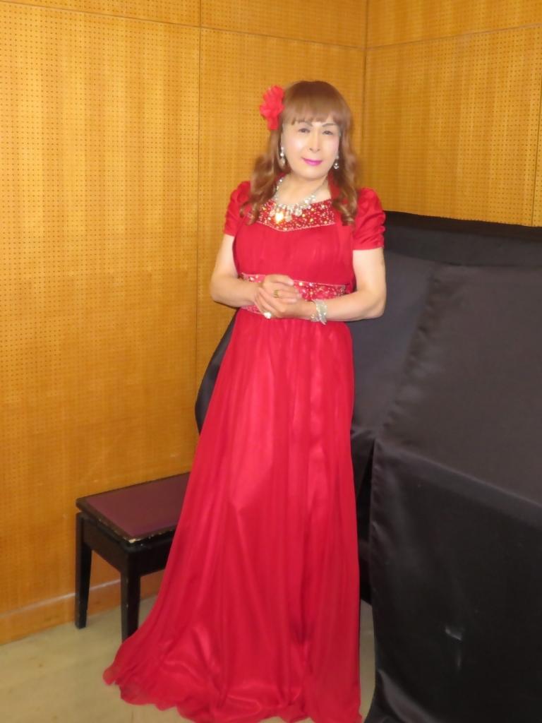 赤ドレス舞台ロビー(2)