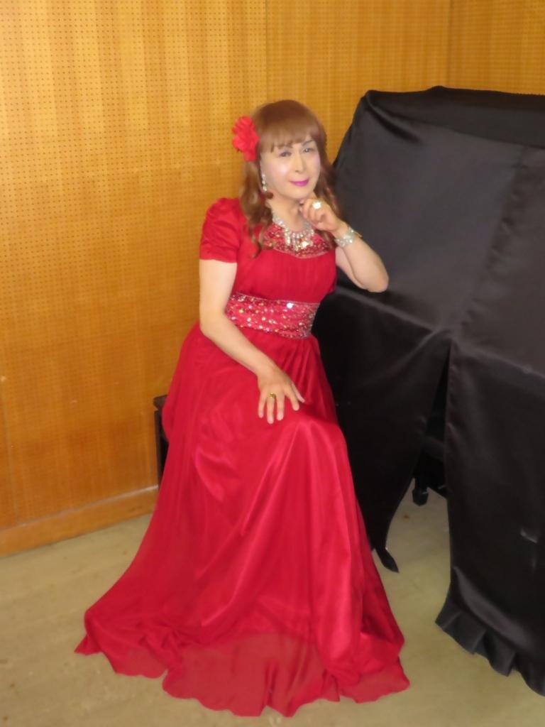 赤ドレス舞台ロビー(3)