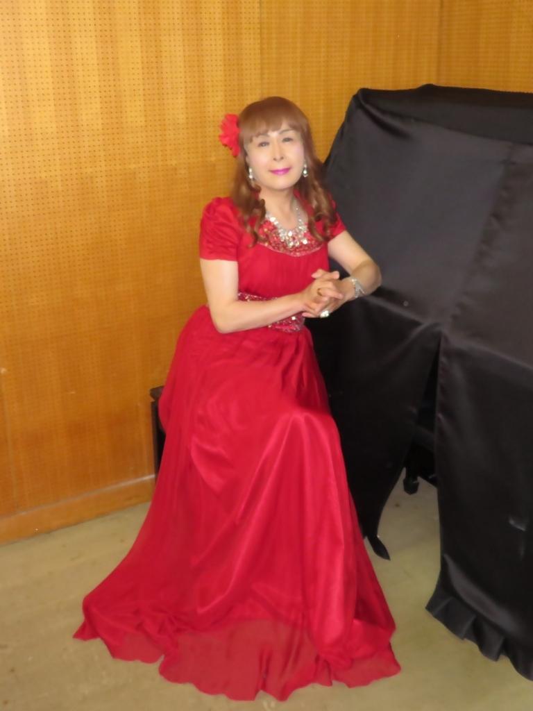 赤ドレス舞台ロビー(4)