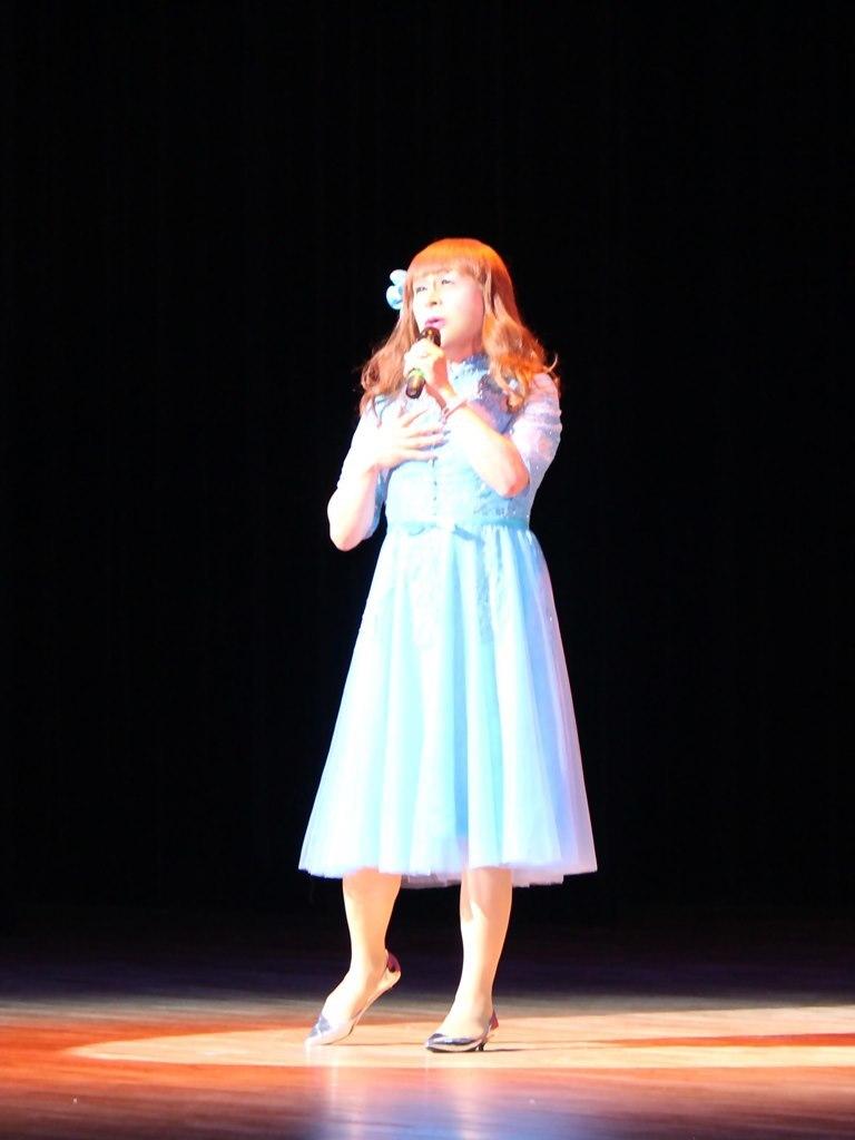 ブルーショートドレス舞台写真(2)