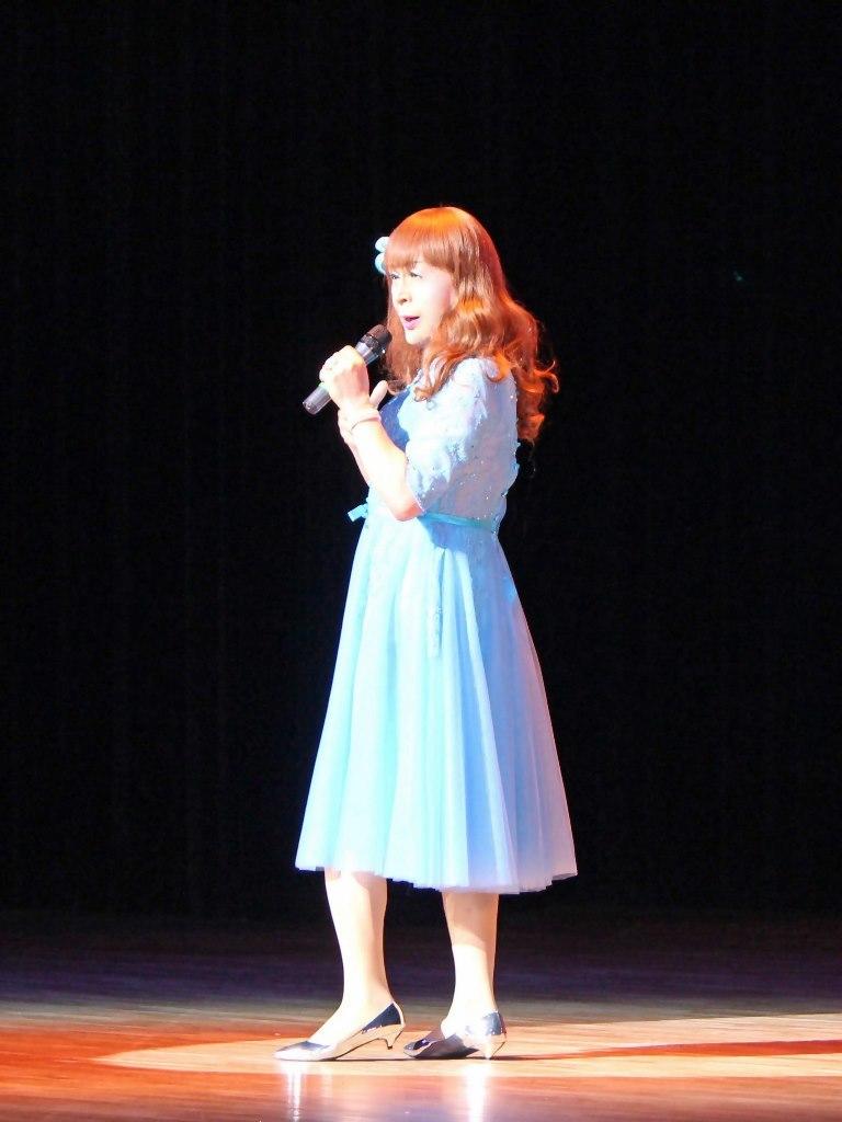 ブルーショートドレス舞台写真(3)