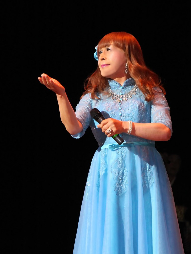 ブルーショートドレス舞台写真(6)