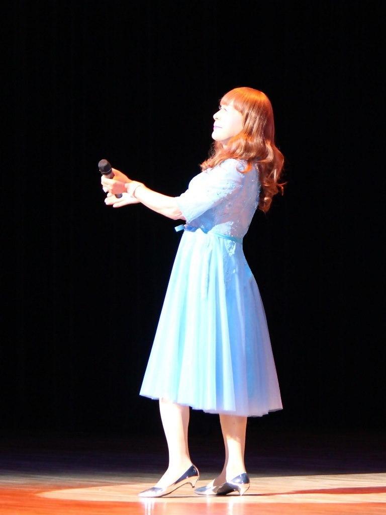 ブルーショートドレス舞台写真(5)