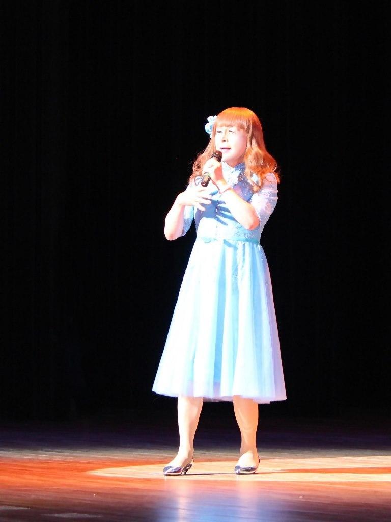 ブルーショートドレス舞台写真(4)