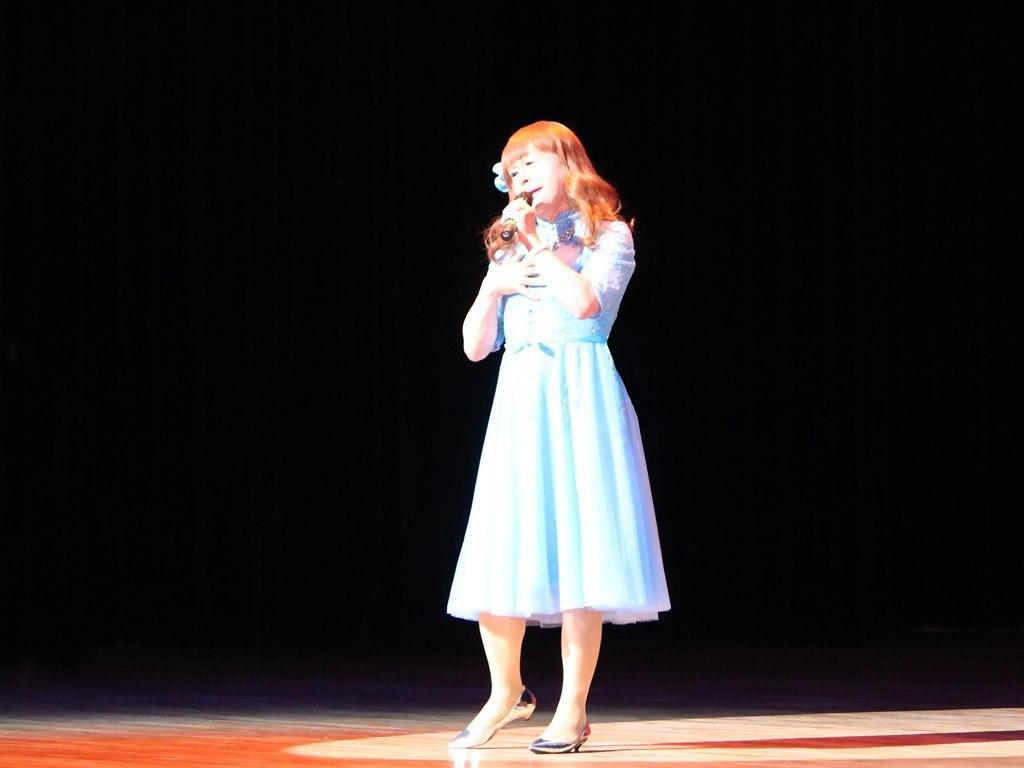ブルーショートドレス舞台写真(8)