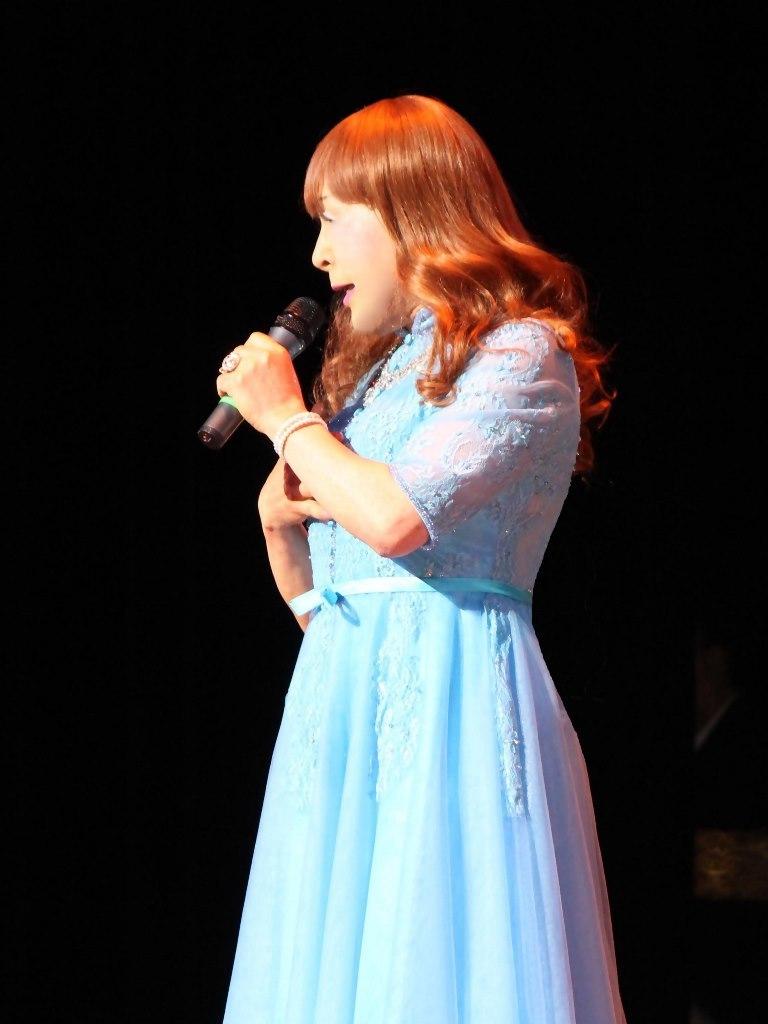 ブルーショートドレス舞台写真(7)